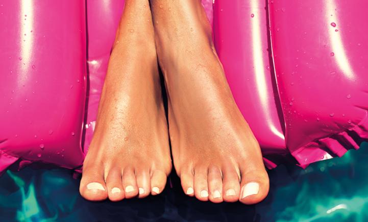 Door deze nagellak lijken je handen en voeten bruiner!