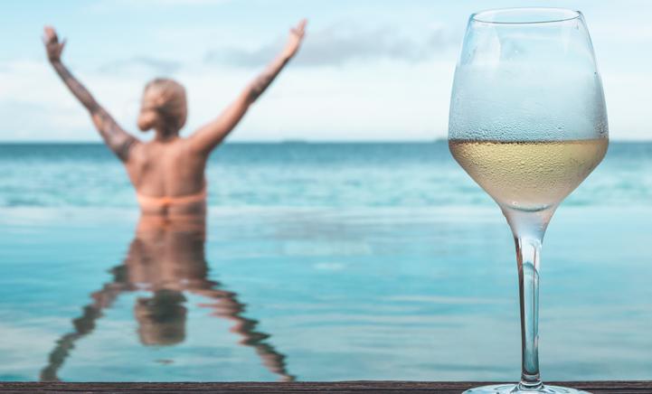 Wijnliefhebbers opgelet! Witte wijn helpt je lichaam vet verbranden