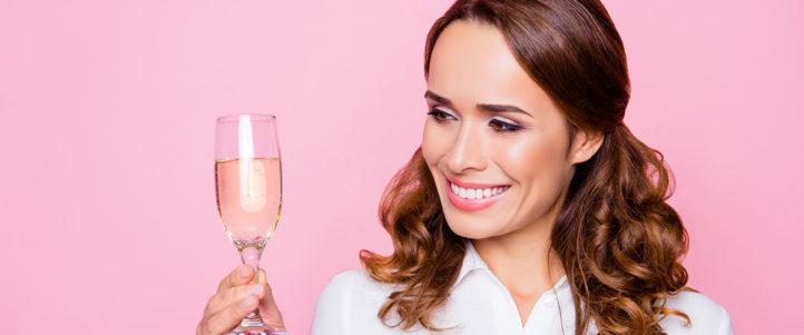Wijnliefhebbers opgelet: met dit gadget kun je zelfs wijn drinken tijdens het douchen!