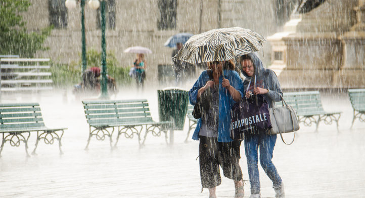 100%NL Magazine lopen in de regen