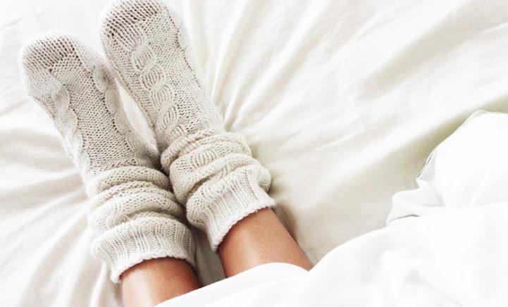 Volgens de wetenschap kunnen we beter met sokken slapen!