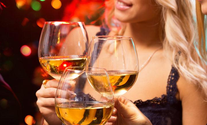 Goed nieuws wijnliefhebbers: goedkope wijn verergert je kater NIET!