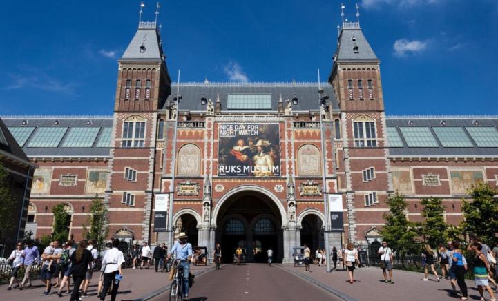 Altijd al in het Rijksmuseum willen hangen? Dan is dit je kans!