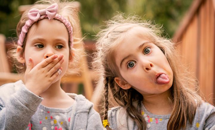 Bewezen: jongste kind vindt zichzelf het grappigst!