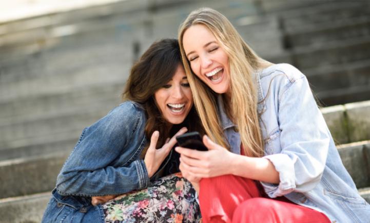 WIE DURFT: met deze dating app swipen je vrienden voor je!