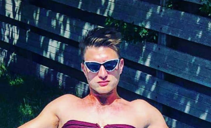 Jan Versteegh poseert in bikini en kan het prima hebben!
