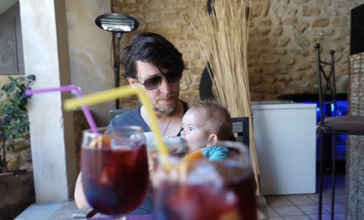 ZIEN: de vakantiefoto's van Jan Dulles samen met kleine James!