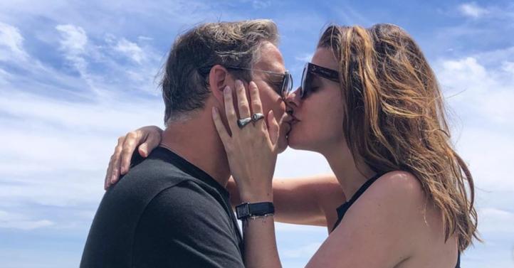 Guus Meeuwis vraagt zijn geliefde Manon Meijers ten huwelijk!