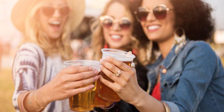 100%NL Magazine vrouw drinkt bier