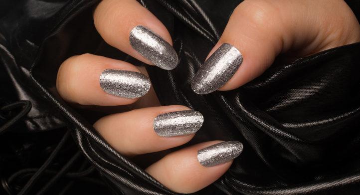 HEBBEN: déze nagellak blijft langer dan een week zitten!
