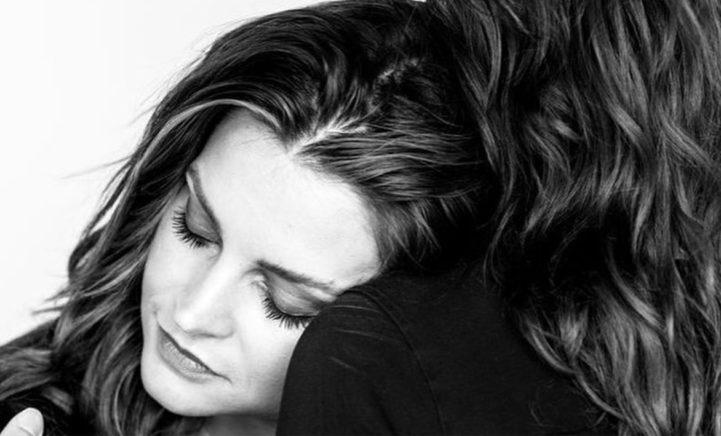 KIPPENVEL: Astrid Holleeder geraakt door lieve berichtjes