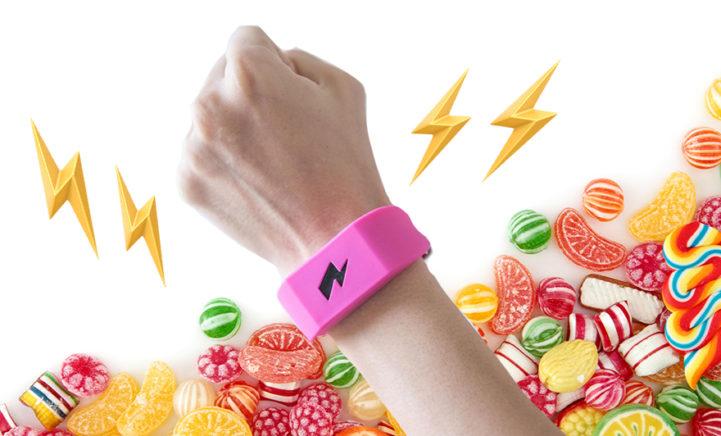 HEBBEN: Déze armband geeft je een schok als je snoept!