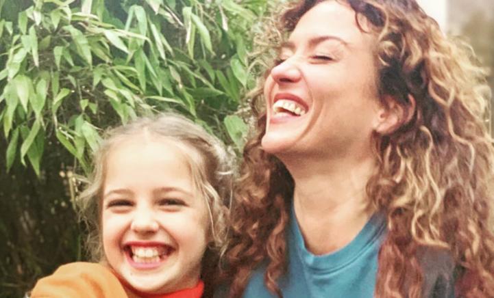 Katja deelt prachtige zwangere foto met haar 10-jarige dochtertje Sammie!