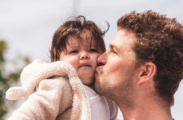 HIEP HIEP: Sven Kramer viert verjaardag samen met zijn gezinnetje!