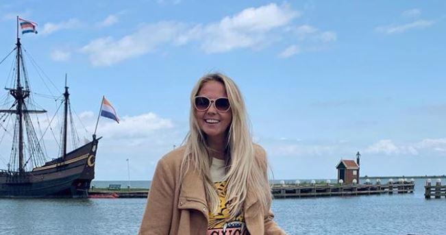 Monique Smit geniet van corona-rust in eigen dorp!