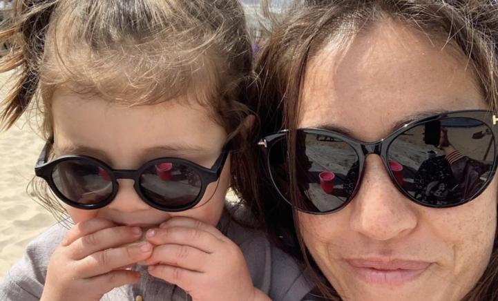Naomi van As deelt superschattige foto van dochter Kae vol rode pasta!