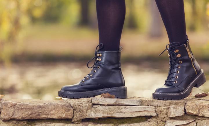 Nooit meer pijnlijke voeten door je schoenen met déze remedie!