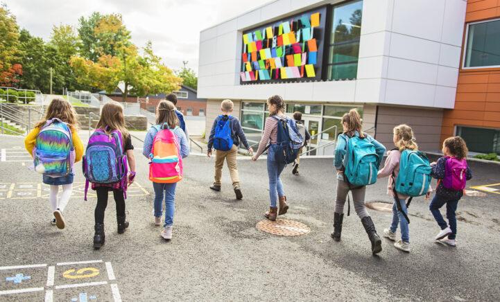 De scholen gaan weer open: déze dingen gaan ouders straks geheid vergeten!