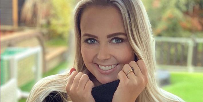Monique Smit is er helemaal uit: ze wil dat Maan en Nick komen zingen op haar bruiloft!