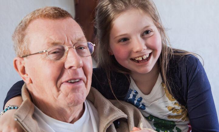 Dixie (17): 'Ik ben zeven als m'n opa Theo moeite krijgt om dingen vast te pakken'