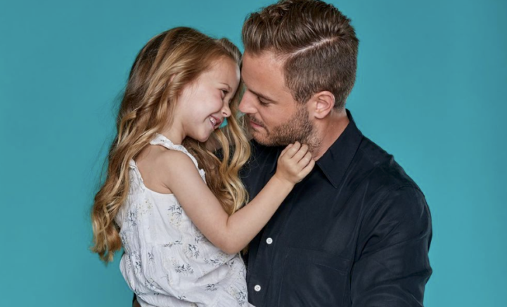 Geen woorden kunnen de liefde van Jim Bakkum voor jarige dochter Posy beschrijven