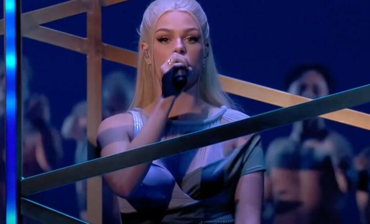 Veel lof voor songfestivalpresentatoren én optreden Davina Michelle